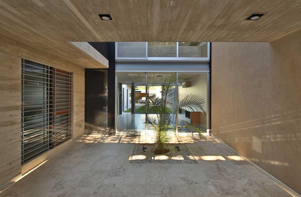 طراحی داخلی با دیوارهای سنگی