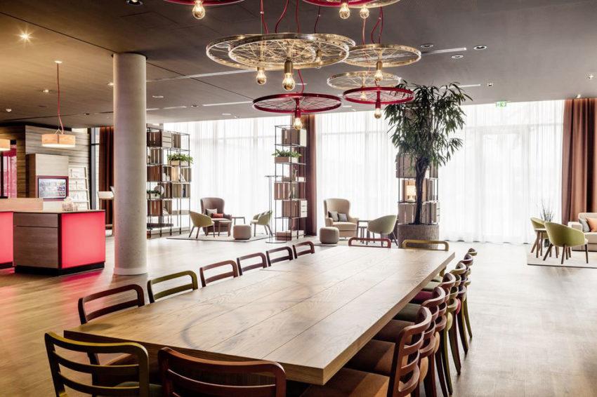 میز غذاخوری با لامپ های منحصر به فرد