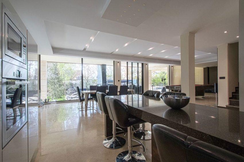 آشپزخانه مدرن به سبک سفید مشکی