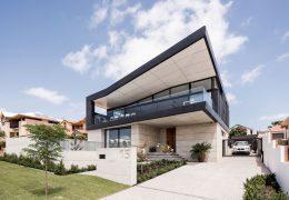 تازه های معماری طراحی یک سقف زاویه ای سیاه خانه ایی در استرالیا