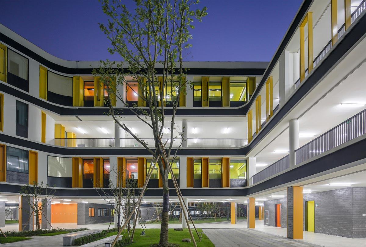دانلود رایگان پروژه اتوکدی طراحی مدرسه 18 کلاسه